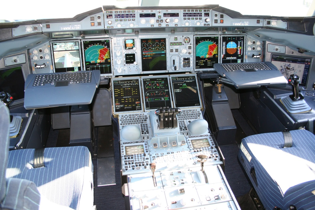 ig. 4 The cockpit in an Airbus A380. The complexity of the information and its amount requires highly qualified 'managers'.